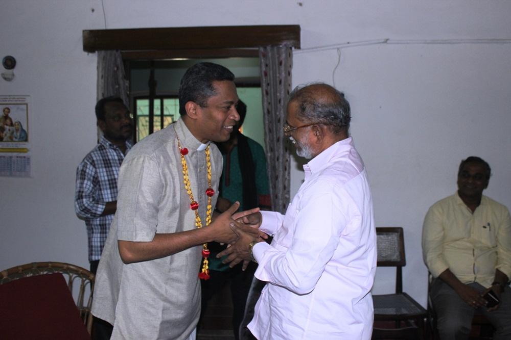 Rev Fr John Raju - Reg Director n Commission Sec (Andhra) felicitates Rev Dr Stephen Alathara